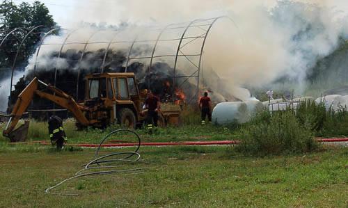 incendio fattoria paradiso busto arsizio