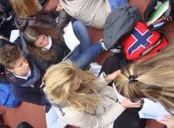 protesta liceo manzoni scuola varese ottobre 2011