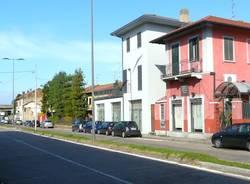 strada doppia carreggiata parcheggio selvaggio parcheggi gallarate viale milano