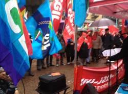 Sindacati in sciopero a Varese (inserita in galleria)