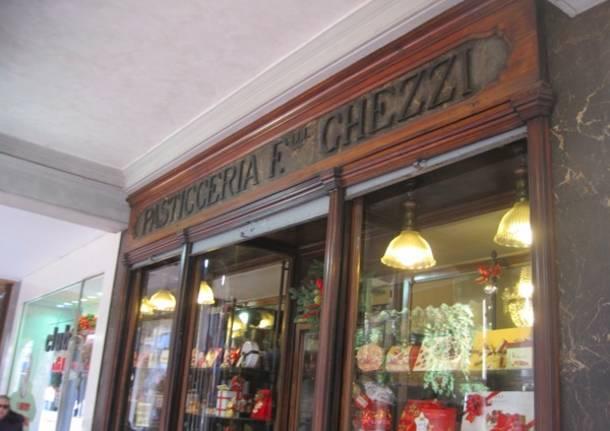 Vetrine storiche: la pasticceria Ghezzi (inserita in galleria)