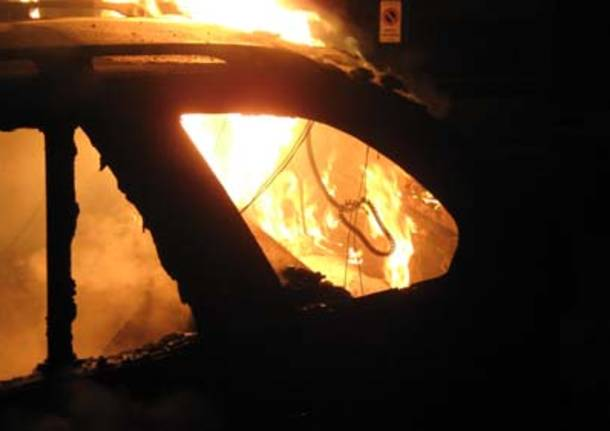 incendio auto cassano magnago