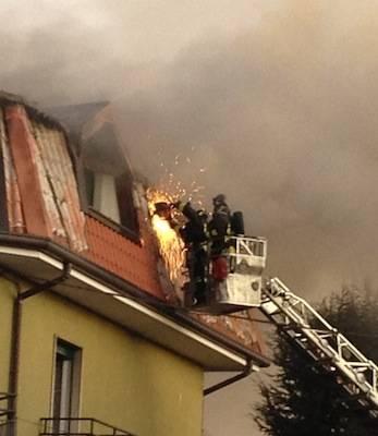 Incendio tetto cassano magnago via 4 novembre gennaio 2012 (inserita in galleria)