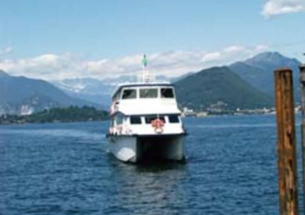 laveno battello navigazione lago maggiore prima