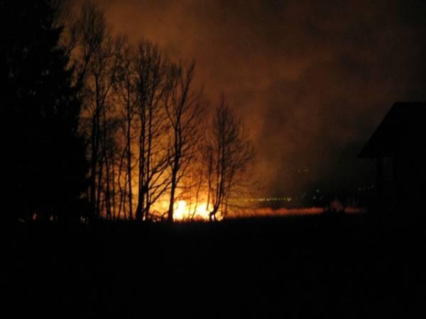 A fuoco un canneto, spavento a Monvalle (inserita in galleria)
