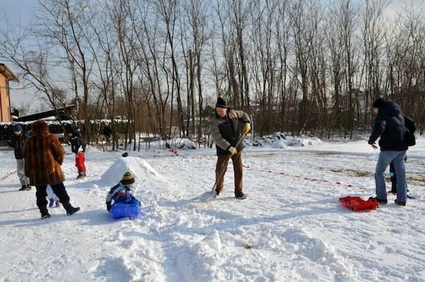 buon vicinato giornata sulla neve