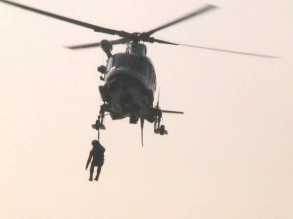 Elicottero di soccorso sul lago (inserita in galleria)