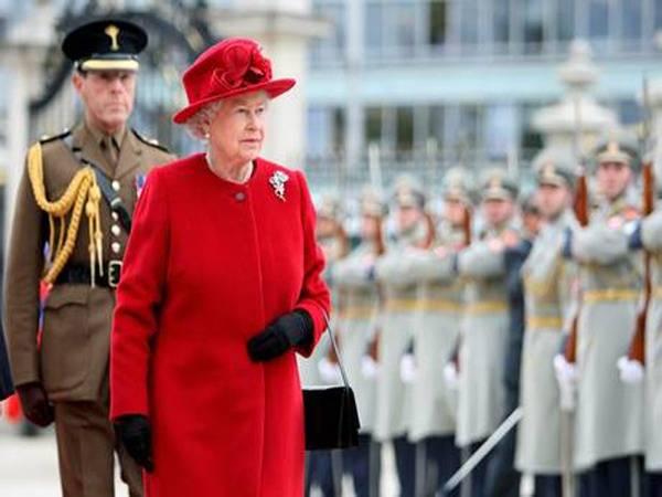 Elisabetta II, 60 anni di regno (inserita in galleria)