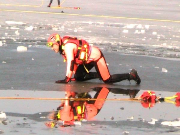 Esercitazioni sul lago ghiacciato/2 (inserita in galleria)