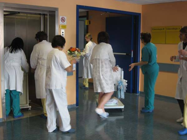 Grande esodo all'ospedale Del Ponte (inserita in galleria)