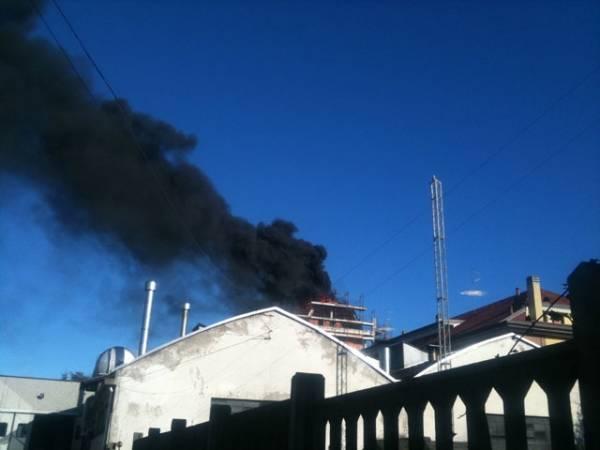 Incendio in un cantiere a Busto Arsizio  (inserita in galleria)