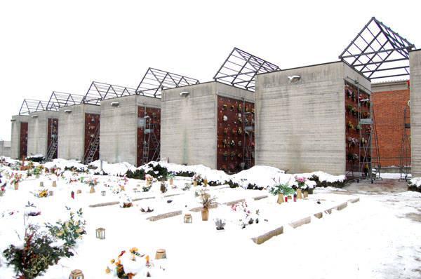 Ladri di rame scoperchiano un cimitero (inserita in galleria)