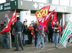 Lavoratori Sea manifestano a Malpensa (inserita in galleria)