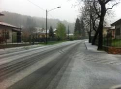24 aprile, scende la neve a Brinzio (inserita in galleria)