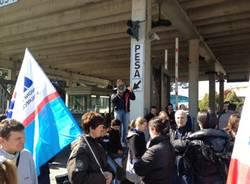 Manifestazione di lavoratori della Whirlpool (inserita in galleria)