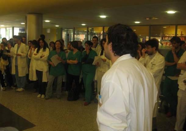 """Specializzandi in """"sciopero"""" all'ospedale di Varese (inserita in galleria)"""