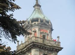 Una colomba rossa sul campanile (inserita in galleria)