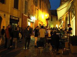Festa grande nel centro storico di Luino (inserita in galleria)