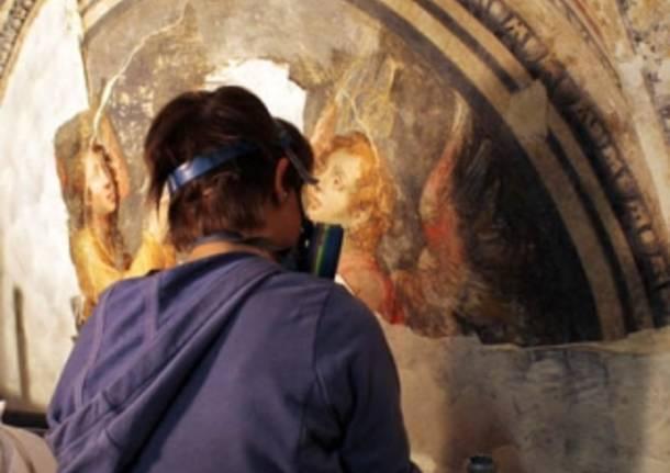 Il restauro nella chiesa di Sacconago (inserita in galleria)