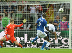 italia germania europei 2012 apertura balotelli gol calcio