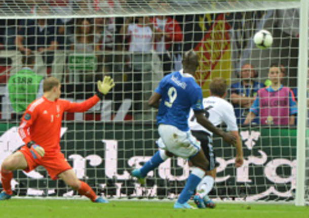 italia germania europei 2012 apertura balotelli gol calcio