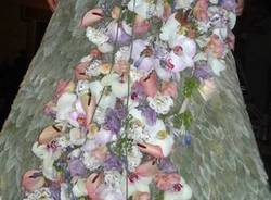 Un abito da sposi fatto di fiori  (inserita in galleria)