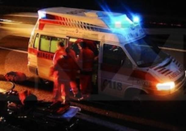 incidente moto ambulanza notte