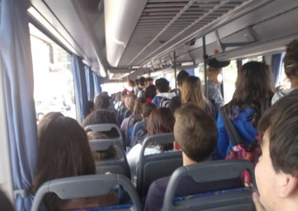 studenti autobus pullman scuola