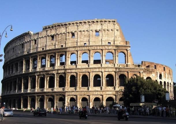 Como, la strada che porta al Colosseo (inserita in galleria)
