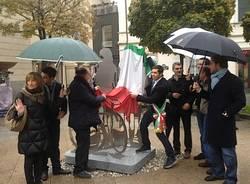 Inaugurata la scultura di piazza Beccaria (inserita in galleria)
