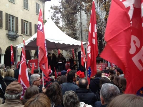 Lavoratori e studenti in sciopero (inserita in galleria)