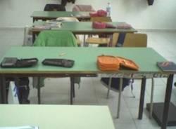 scuola banchi vuoti