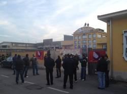 Senza stipendio da mesi, protesta alla Caimi (inserita in galleria)