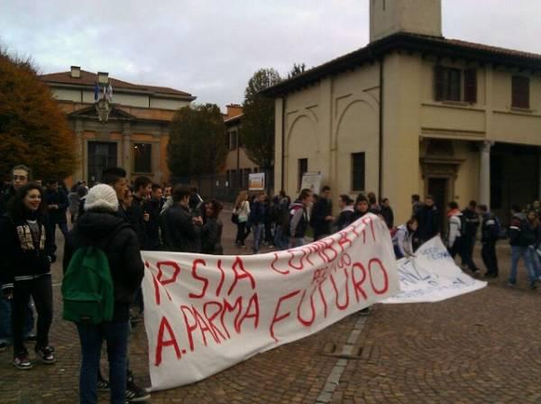 Studenti in corteo a Saronno (inserita in galleria)