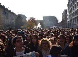 Studenti in piazza (inserita in galleria)