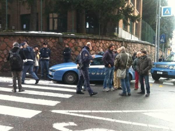 Allarme bomba a Equitalia, polizia presidia il palazzo (inserita in galleria)