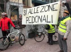 Blitz di Ciclocittà in Piazza Giovine Italia (inserita in galleria)