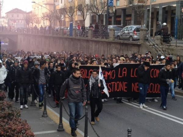 Corteo studentesco a Saronno (inserita in galleria)