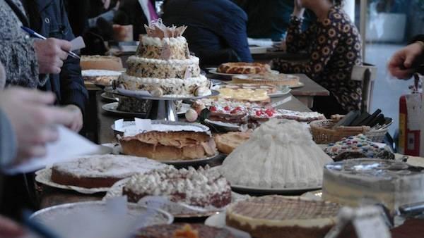 Gara di torte per beneficenza (inserita in galleria)
