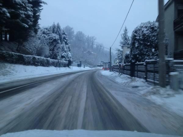 La neve sulla provinciale gallaratese dicembre 2012 (inserita in galleria)