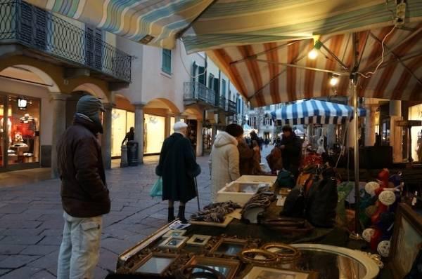 Mercato bosino in salsa natalizia (inserita in galleria)