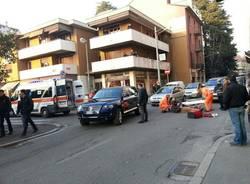 Pedone investito in centro a Varese (inserita in galleria)