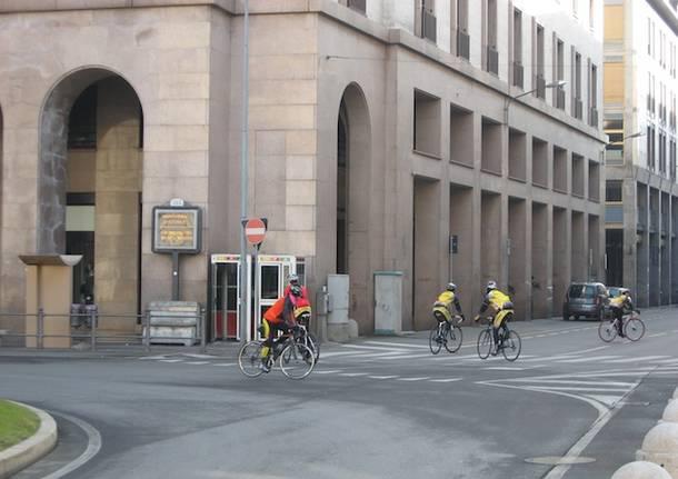 ciclisti in centro varese giornata senza auto