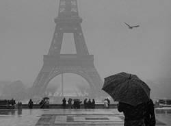 ...nevica sulla Torre Eiffel