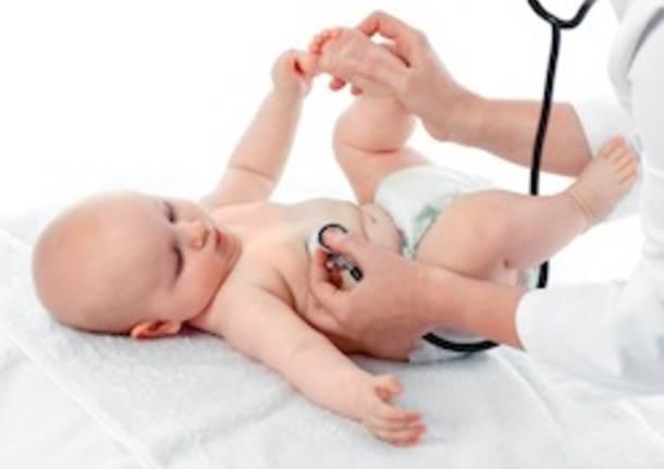 pediatra visita neonato