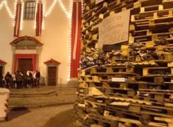 Tutto pronto per il falò di Sant'Antonio (inserita in galleria)