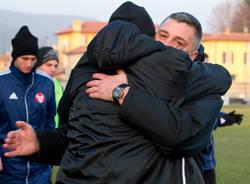 Un abbraccio per la vittoria (inserita in galleria)