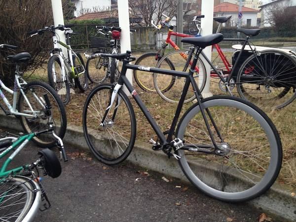"""Una """"massa"""" di ciclisti nelle vie di Gallarate (inserita in galleria)"""
