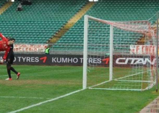 Bari - Varese, gol spettacolare di Pucino