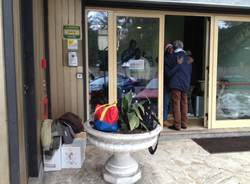 I profughi lasciano l'Hotel Plaza (inserita in galleria)